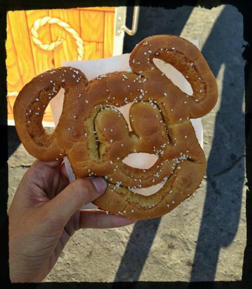 disney-vegan-pretzel