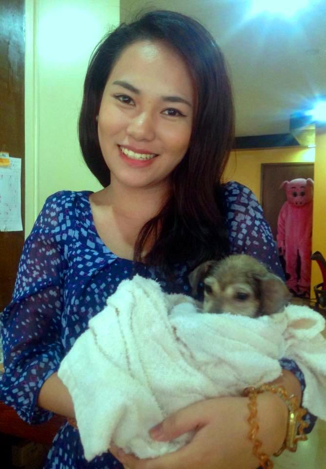 沐浴后的小狗艾伦在PETA Asia办公室里。简直太可爱了!